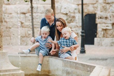 Fotografía de familia en el Centro de Marbella