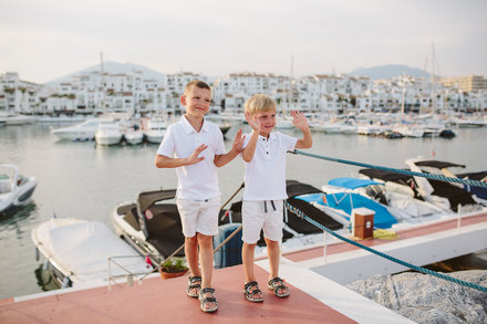 Family photo shooting in Puerto Banús in Marbella